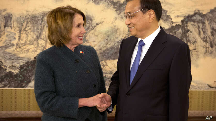 U.S. House of Representatives Minority Leader Nancy Pelosi, left, greets Chinese Premier Li Keqiang as she arrives for a bilateral meeting at the Zhongnanhai leadership compound in Beijing, Nov. 13, 2015.