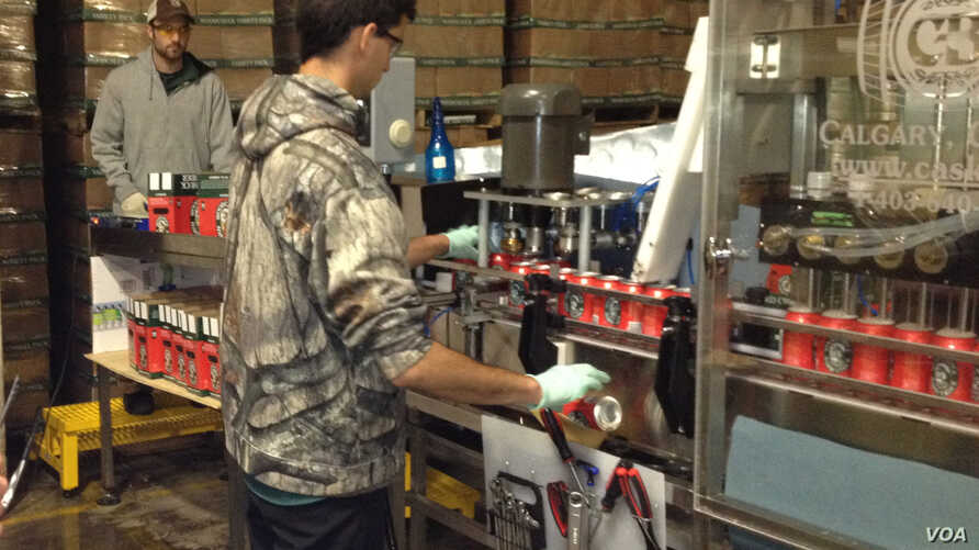 The Vermont Hard Cider Company produces Woodchuck Amber, the bestselling cider in America. (VOA/N. Keck)
