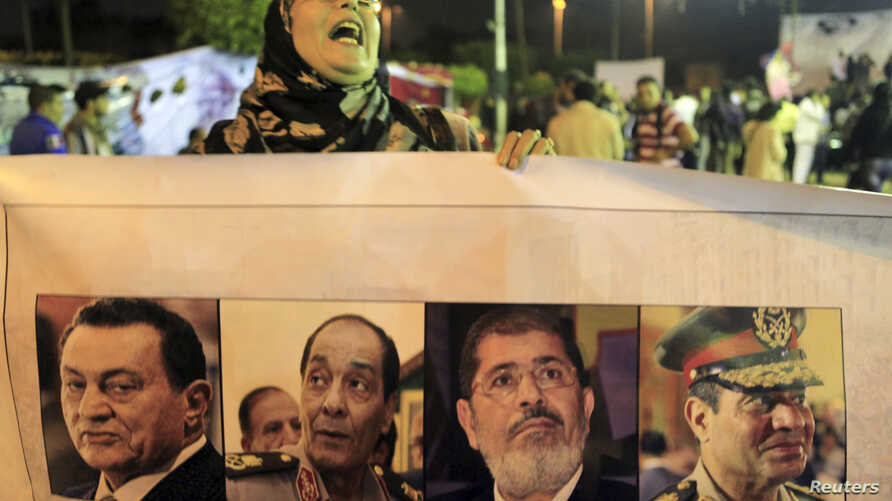 A protester, who is against the Egyptian army and government, shouts slogans during a demonstration against the army and government at Abdeen square in downtown Cairo, Nov.18, 2013.