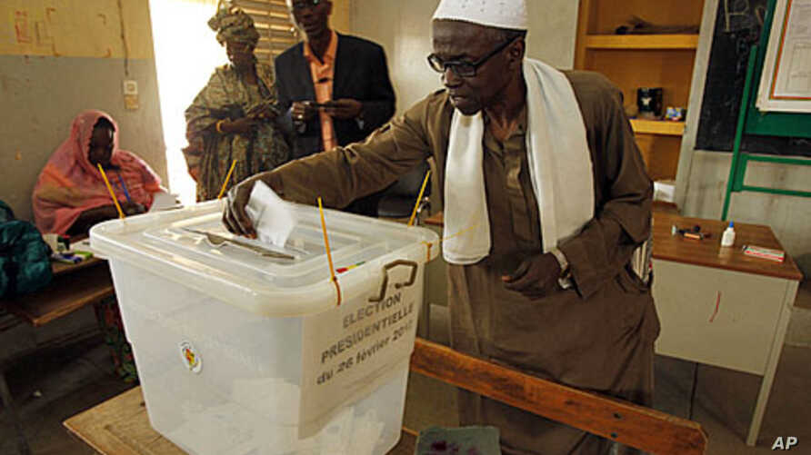 A man votes during Senegal's presidential election in the capital Dakar, February 26, 2012.