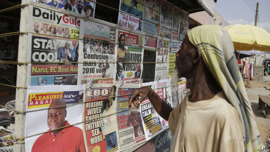 A man looks at local newspapers on a street in Accra, Ghana, Dec. 9, 2016. Incumbent President John Mahama conceded defeat Friday evening and telephoned congratulations to the victor, Nana Akufo-Addo.