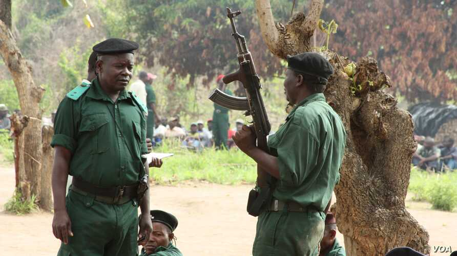Former Renamo rebels being re-trained for combat at a remote bush camp near Mozambique's Gorongosa mountains, November 8, 2012. (J. Jackson/VOA)
