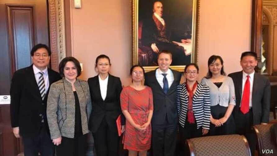 Ching-yu Lee and other wives of detained Chinese activists presented their husbands' cases to Matthew Pottinger, White House National Security Council senior director for Asian affairs, May 19, 2017. (whereislee.org)