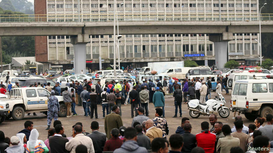 Bystanders watch the scene where Ethiopia's Grand Renaissance Dam Project Manager Simegnew Bekele was found dead in his car in Addis Ababa, Ethiopia July, 26, 2018.