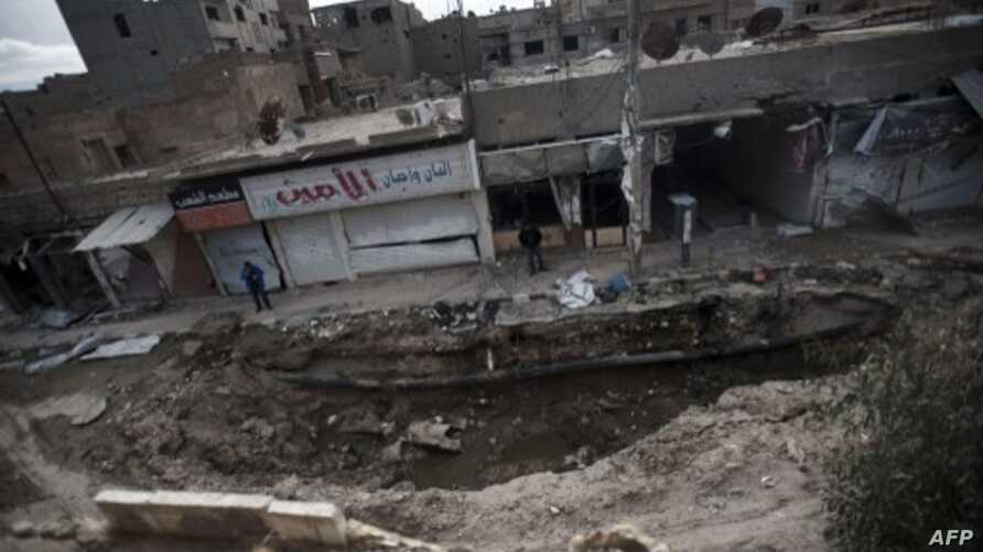 Site of massive bomb allegedly dropped by pro-government war planes in eastern Syrian city of Deir Ezzor, Feb. 16, 2013