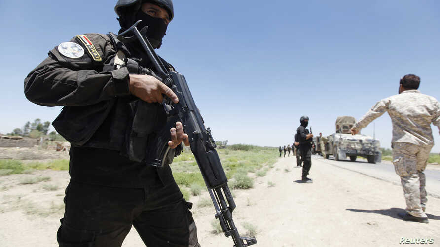 Members of the Iraqi security forces take their positions during an intensive security deployment west of Baghdad, Iraq, June 24, 2014.