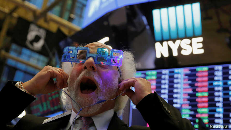 Trader Peter Tuchman reacts as the final day of trading for the year draws to a close at the New York Stock Exchange in New York, Dec. 29, 2017.