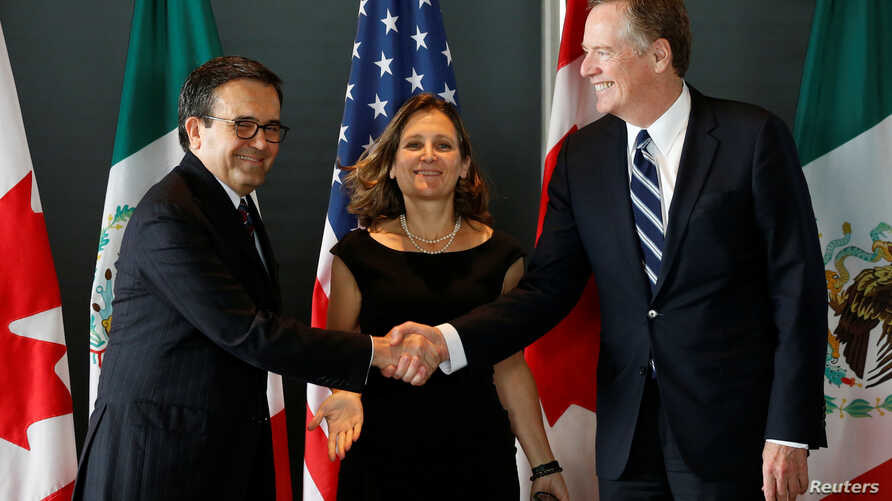 Mexico's Economy Minister Ildefonso Guajardo, left, shakes hands with U.S. Trade Representative Robert Lighthizer before the start of a trilateral meeting with Canada's Foreign Minister Chrystia Freeland during the third round of NAFTA talks in Ottaw...