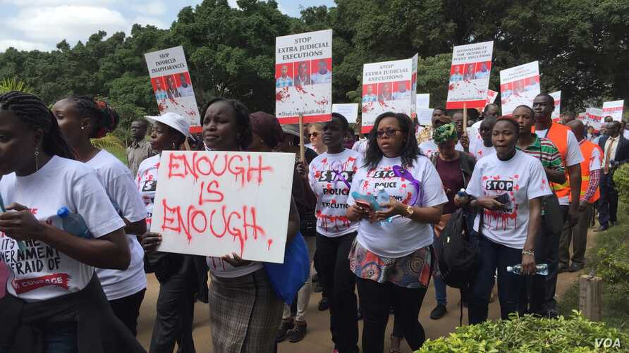 Protesters with signs march from Uhuru Park to the Supreme Court in Nairobi, Kenya, July 4, 2016. (J. Craig/VOA)