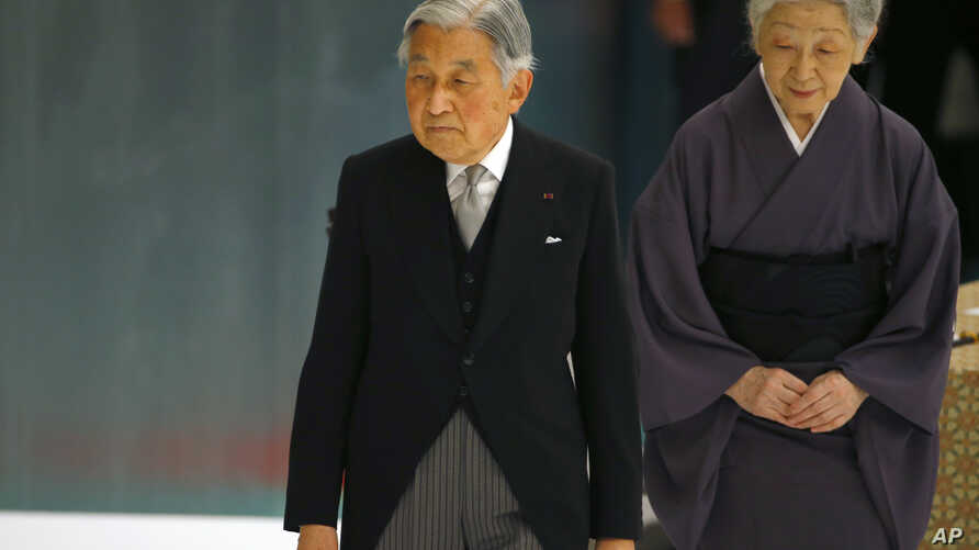 Japan's Emperor Akihito, accompanied by Empress Michiko, leaves after delivering his remarks during a memorial service at Nippon Budokan martial arts hall in Tokyo, Aug. 15, 2015.