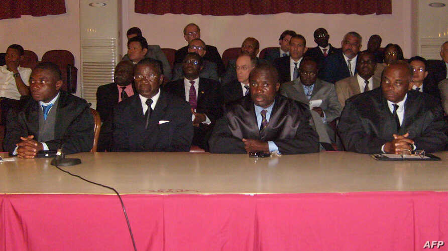 British mercenary Simon Mann's lawyer Juan Pablo Nvo (2ndR), lawyer of mercenaries of Equatorial Guinea Fabian Nsue Nguema (R) and two unidentified defence lawyers listen to the court on July 7, 2008 at Malabo's courthouse.