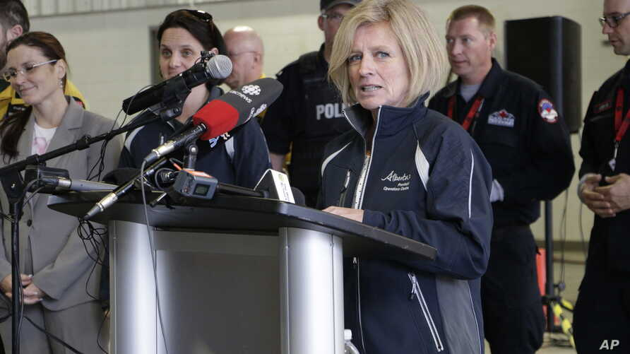 Alberta Premier Rachel Notley speaks to members of the media at a fire station in Fort McMurray, Alberta, May 9, 2016. (Rachel La Corte/The Canadian Press)