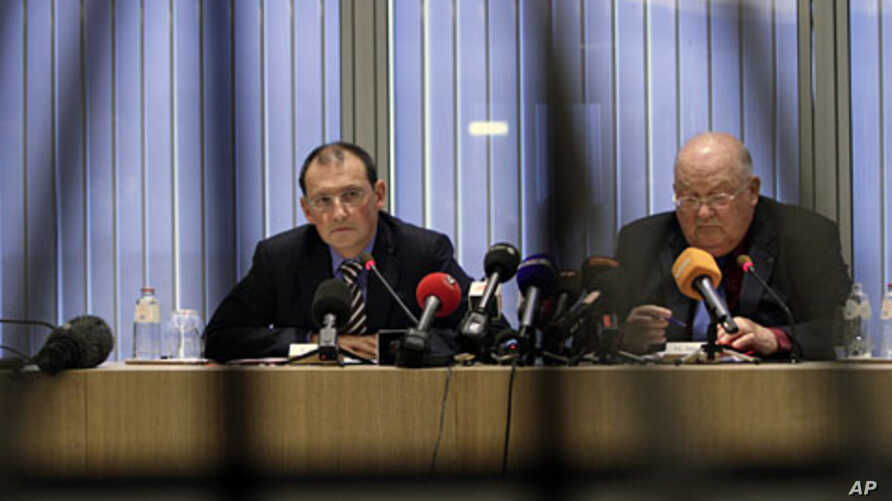 Chief Executive of Dexia Pierre Marian (L) and Dexia Chairman Jean-Luc Dehaene participate in a media conference at the Dexia bank headquarters in Brussels on Oct.10, 2011