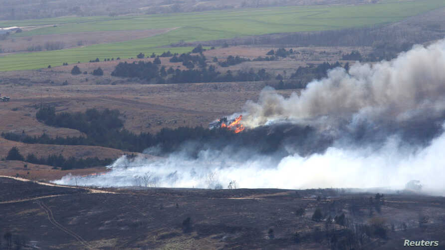 The Anderson Creek Fire near Medicine Lodge, Kansas, is seen in this U.S. Army National Guard picture taken March 25, 2016.  Black Hawk helicopters dumped buckets of water on an immense wildfire raging across Kansas and Oklahoma on Saturday, helping