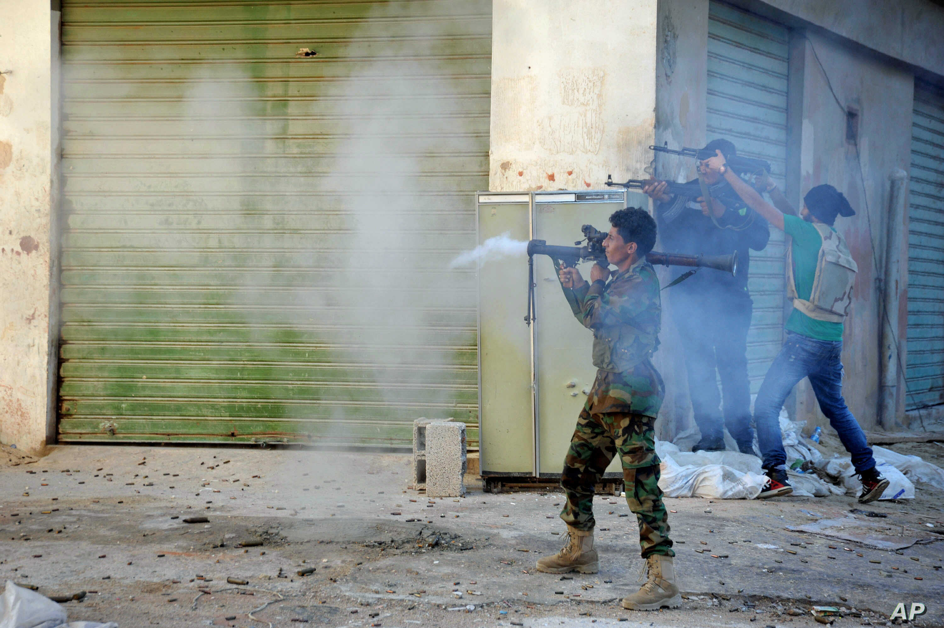 FILE -  Libyan soldiers fire their weapons during clashes with Islamic militias in Benghazi, Oct 29, 2014.