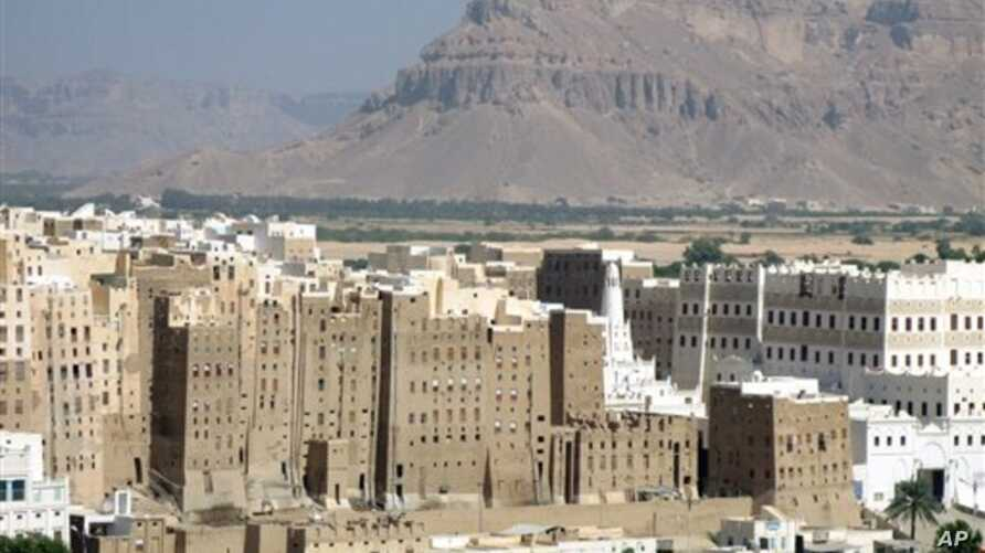 ** FILE ** the historical skyscrapers city of Shibam in  Hadramut , Yemen, is seen in this Dec.7, 2007 file photo . Gunmen believed to be al-Qaida militants opened fire Friday, Jan. 18, 2008  on a tourist convoy in eastern Yemen, killing two Belgian ...