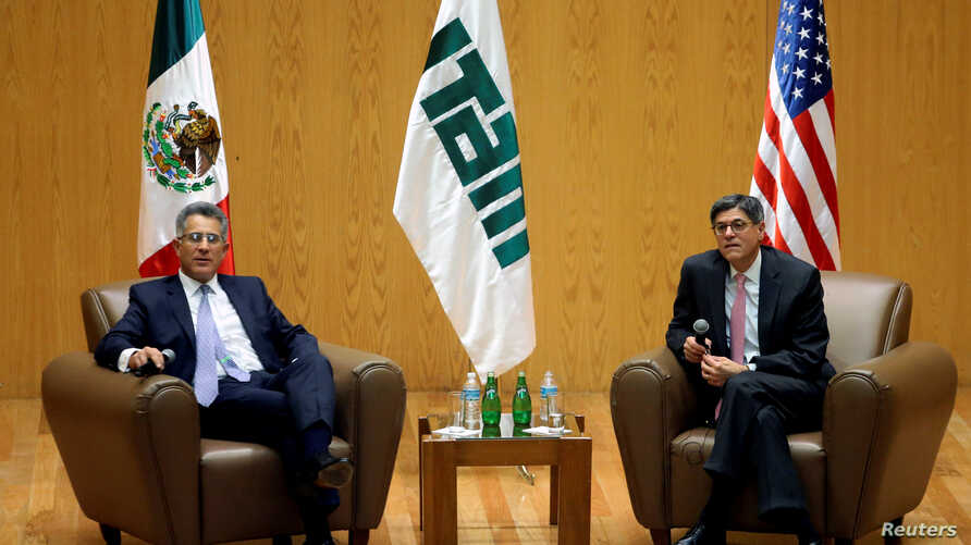 Jack Lew, United States Secretary of the Treasury and Alejandro Hernandez, Vice Chancellor of Autonomous Technological Institute of Mexico (ITAM) look on during a meeting with students at ITAM, in Mexico City, Mexico, September 29, 2016.