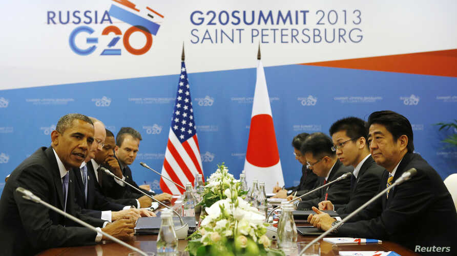 U.S. President Barack Obama (L) meets with Japanese Prime Minister Shinzo Abe (R) at the G20 Summit in St. Petersburg, Sept. 5, 2013.