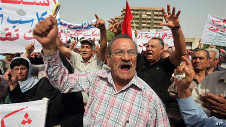 Iraqis chant slogans at a rally in Firdos Square in central Baghdad, 08 Oct 2010