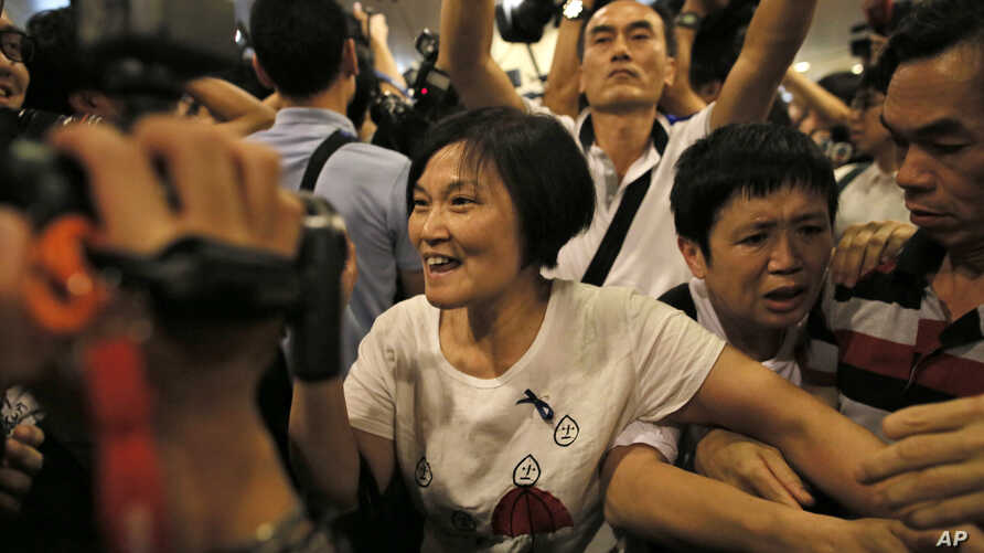 Pro-Beijing demonstrators try to approach pro-democracy protesters outside a government office in the Admiralty district in Hong Kong, Oct. 7, 2014.