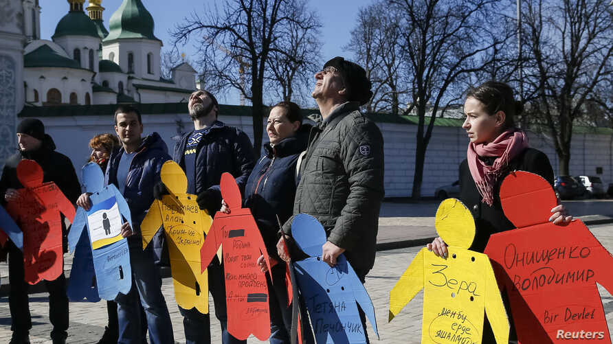 Activists take part in a flashmob to highlight human rights violations against Tatars living on the peninsula of Crimea, annexed by Russia two years ago, in Kiev, Ukraine, March 16, 2016.