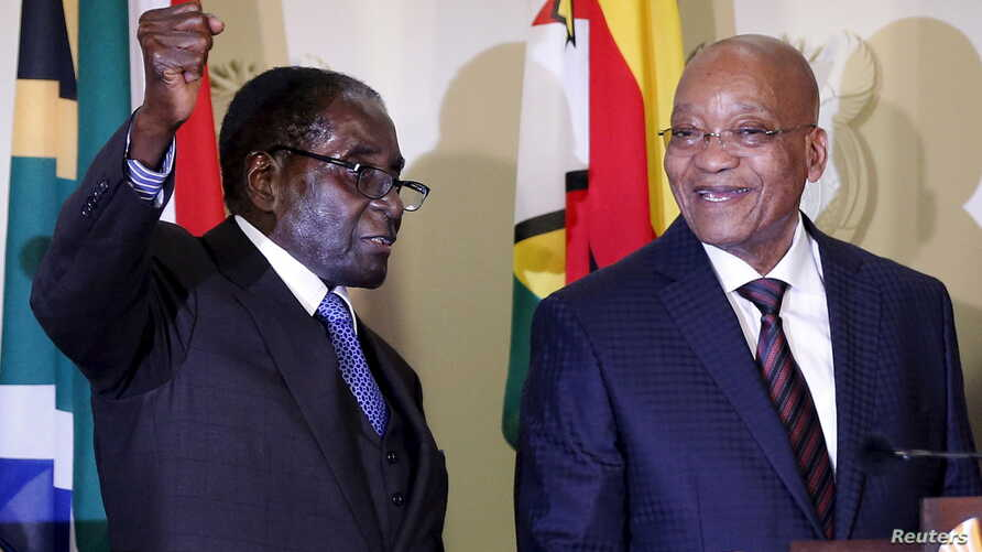 Zimbabwe's President Robert Mugabe (L) gestures as South Africa's President Jacob Zuma looks on at the end of a press briefing at the Union building in Pretoria, April 8, 2015.