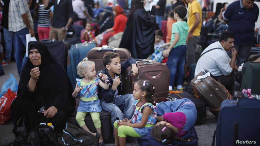 Palestinians wait to cross into Egypt at Rafah crossing between Egypt and southern Gaza Strip, Aug. 24, 2013.