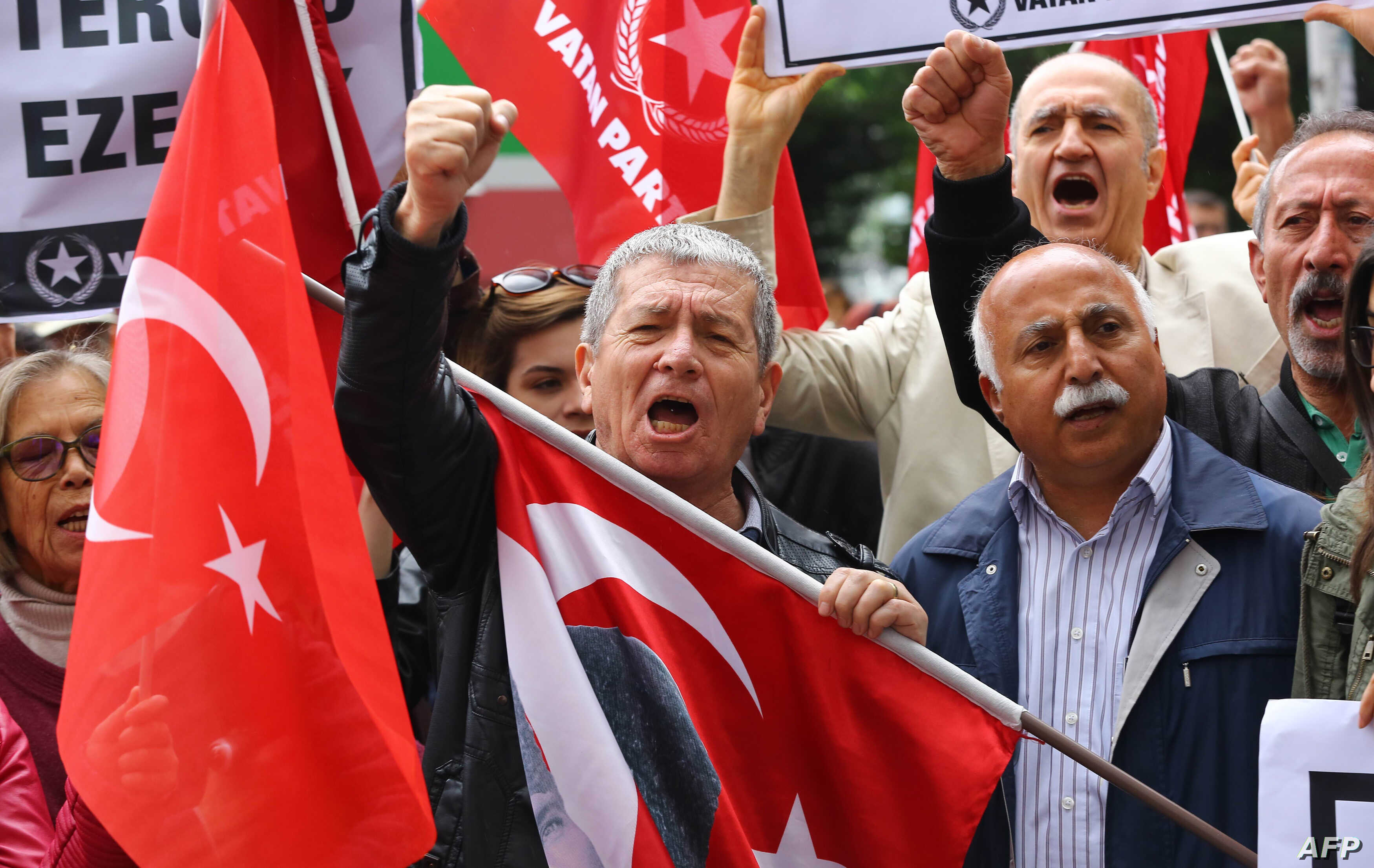 People stage a demonstration in front of the Turkish Parliament in support of a bill to strip immunity of parliamentarians in Ankara, May 4, 2016.