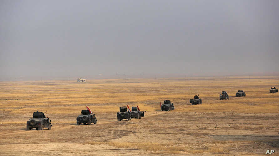 Iraq's elite counterterrorism forces prepare to attack Islamic State positions as fighting to retake the extremist-held city of Mosul enters its second week, in the village of Tob Zawa, outside Mosul, Oct. 24, 2016.