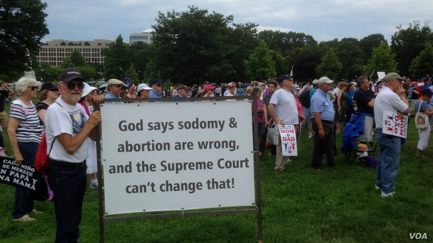 Opponents of gay marriage rally outside Capitol Hill. (Photo by Diaa Bekheet)