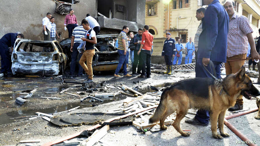 Egyptian security personnel and residents check the site of an explosion in Ismailia city, around 120 km, east of Cairo, Oct. 19, 2013.