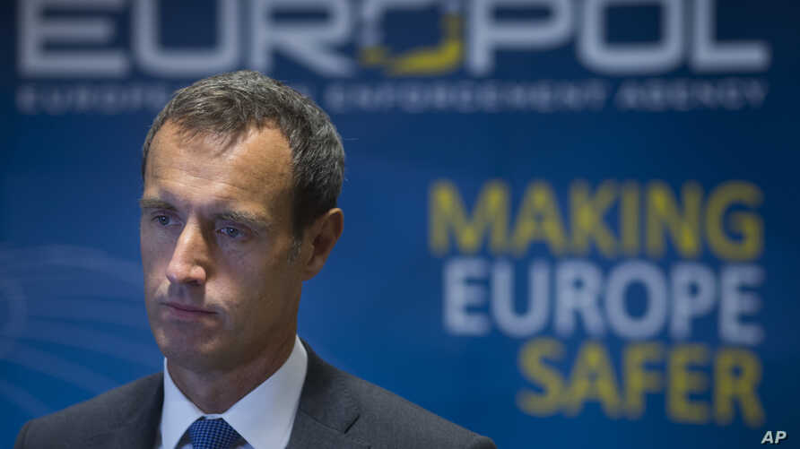 FILE - The head of the European police agency Europol, Rob Wainwright (R) is seen in a Jan. 16, 2015, photo. Wainwright briefed European lawmakers in Brussels Thursday on new terror threats in the wake of last week's Paris attacks.