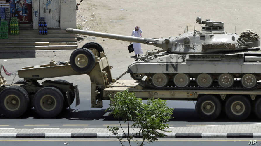 A Saudi tank being transported, in the city of Najran, Saudi Arabia, near the border with Yemen, April 23, 2015.