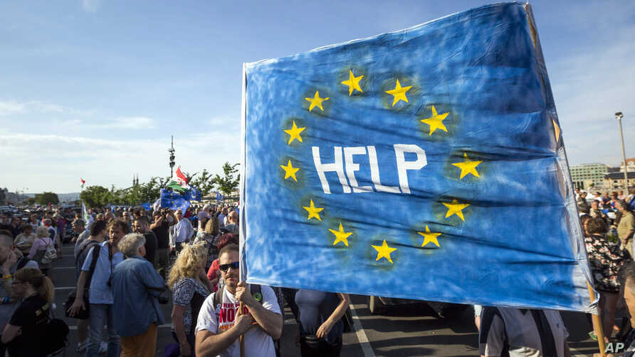 Supporters of Hungary's political opposition display a banner during an anti-government protest in Budapest, Hungary, May 21, 2017.  At least 5,000 protesters marched in downtown Budapest, calling on the government to repeal legal amendments which c
