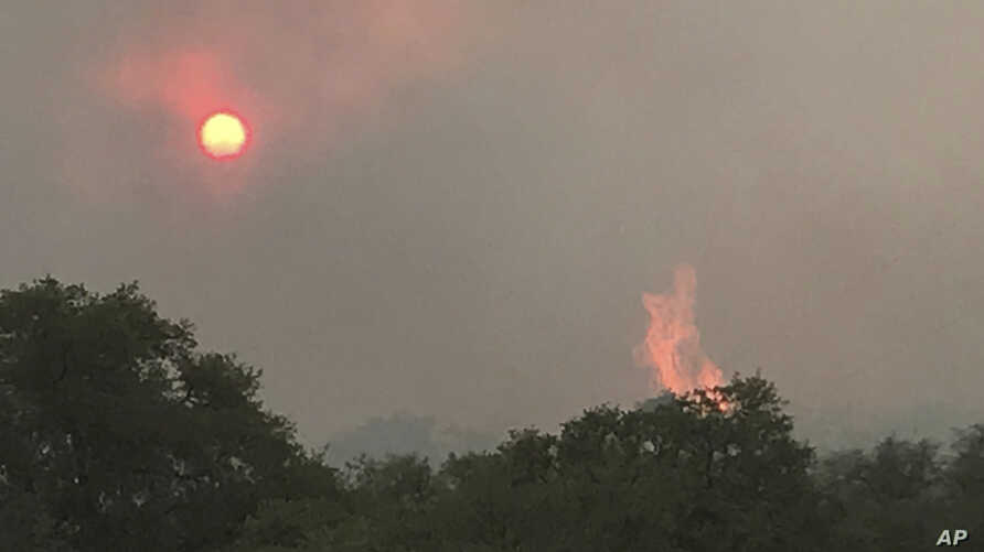 Photo shows the Encino Fire in Sonoita, Arizonia, June 20, 2017. An extreme heat wave in the western U.S. has made the fight against a series of wildfires more difficult.