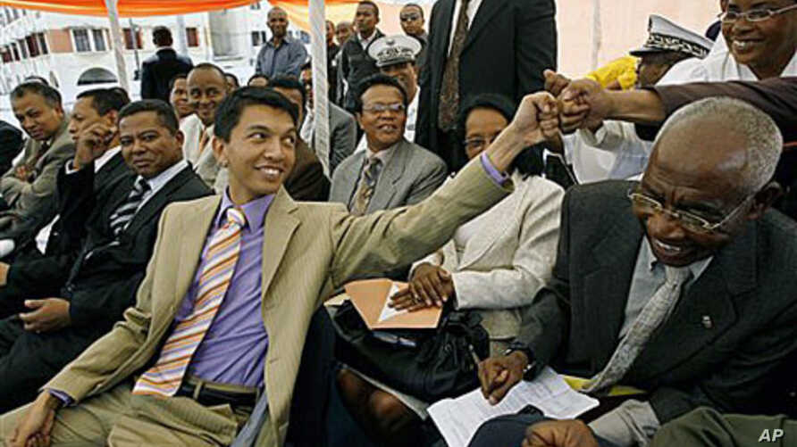 Transitional government leader Andry Rajoelina, foreground left, gestures, at a rally, in Antananarivo, Madagascar, Mar 2009 (file photo)