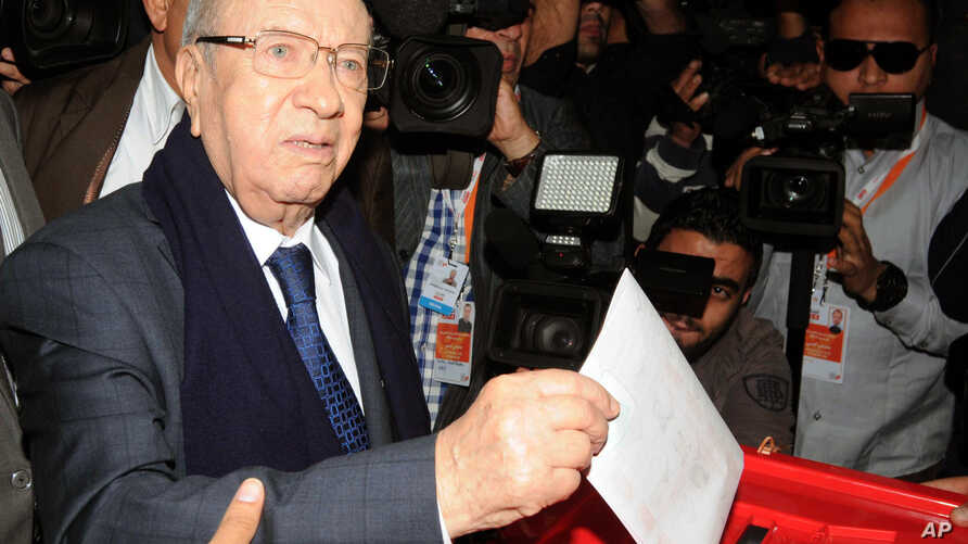 Presidential candidate and Nidaa Tounes party leader Beji Caid Essebsi casts his vote, during the first round of the Tunisian presidential election, in Soukra, Tunisia, Sunday, Nov. 23, 2014. Tunisia took another step forward in its peaceful transiti