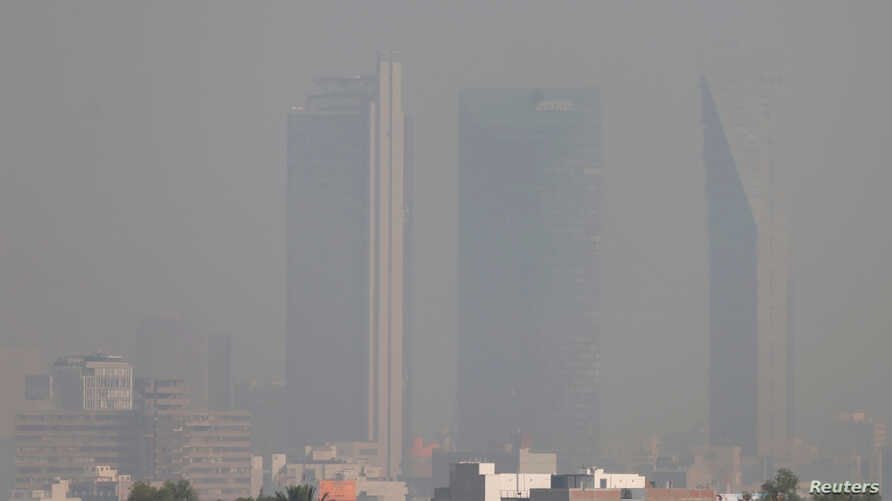 Buildings are pictured shrouded in smog in Mexico City, Mexico, May 3, 2016.
