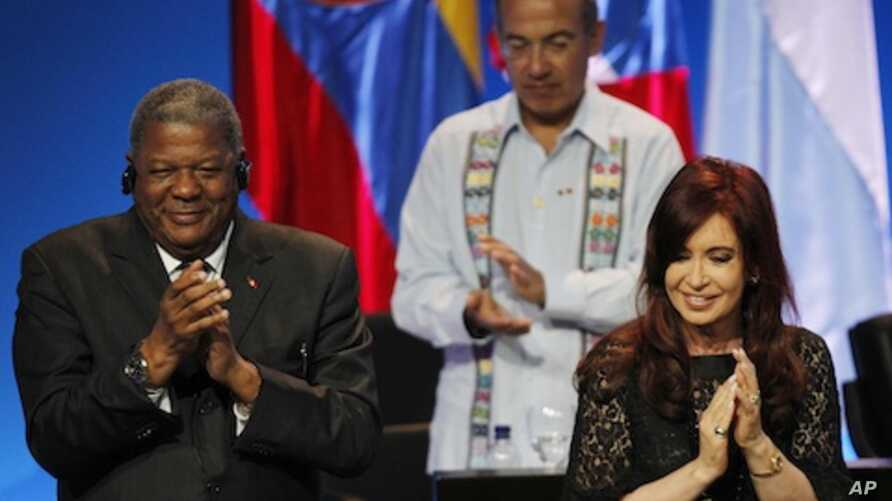 Argentina's President Cristina Fernandez, right, Antigua and Barbuda's Prime Minister Winston Baldwin, left, and Mexico's President Felipe Calderon, behind, applaud during the opening ceremony of the sixth Summit of the Americas in Cartagena, Colombi