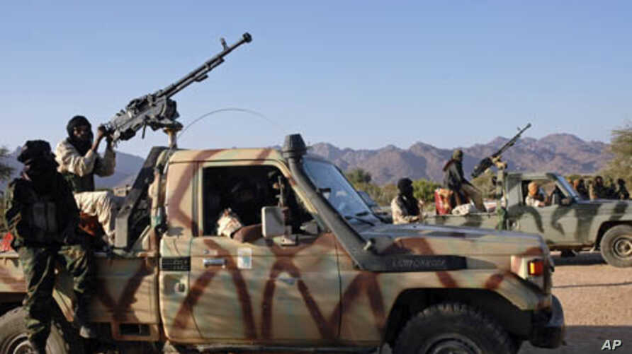 Soldiers from the rebel Niger Movement for Justice ride on armed vehicles in the desert in northern Niger in this January 14, 2008 file photo. The Niger Movement for Justice, mainly Tuareg-led, has fought the Niamey government.