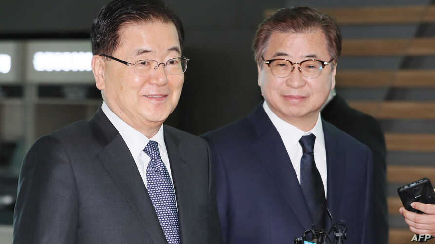 South Korea's national security advisor Chung Eui-yong (L) and spy chief Suh Hoon (R) arrive at Incheon airport, west of Seoul, on March 8, 2018 to leave for Washington.
