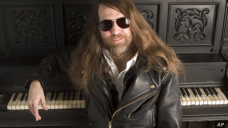 FILE - Paul O'Neill of Trans-Siberian Orchestra, poses in New York, Oct. 20, 2006.
