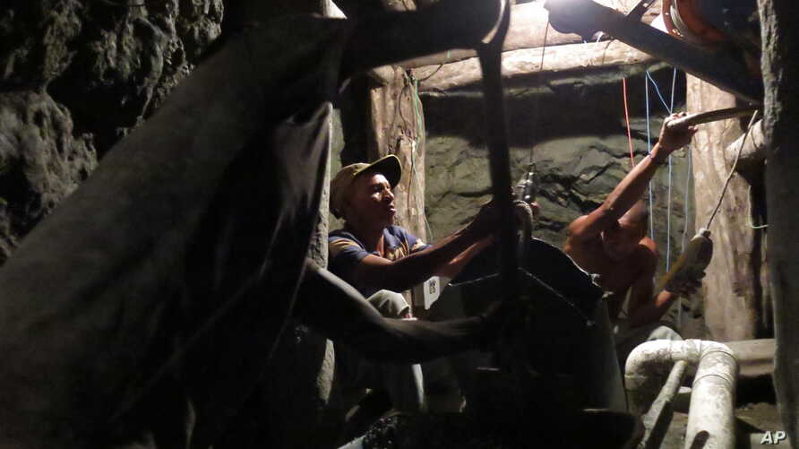 Miners work inside a mine for the blue-green gemstone known as larimar in Las Filipinas, Barahona province, Dominican Republic, March 18, 2015.