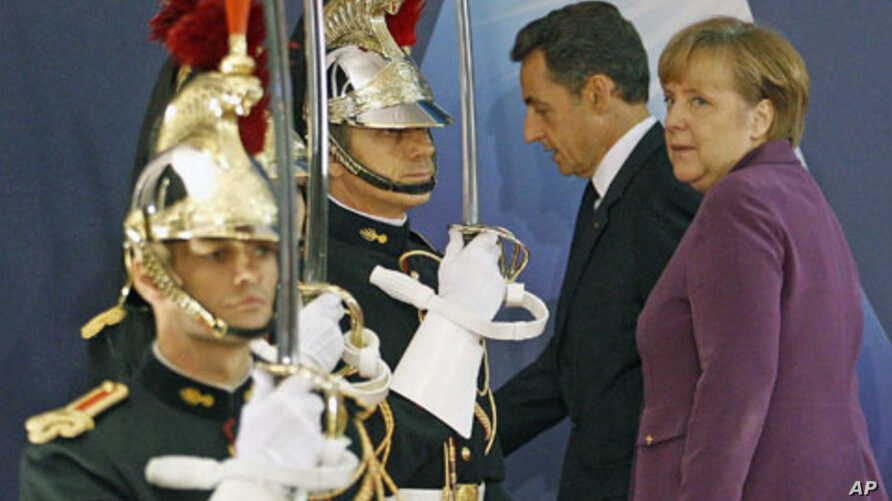 Germany's Chancellor Angela Merkel (R) walks with France's President Nicolas Sarkozy as they arrive at the G20 venue where world leaders gather in Cannes, France, November 2, 2011.