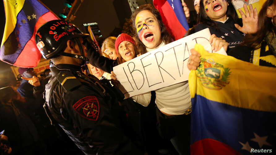 Venezuelans living in Peru protest outside the Venezuela embassy in Lima, demanding a referendum to remove Venezuela's President Nicolas Maduro, Sept. 1, 2016.