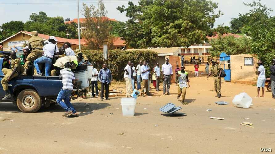 The police in Kampala left in a hurry with empty ballot boxes, spilling many boxes onto the road as they departed.  E. Paulat/VOA