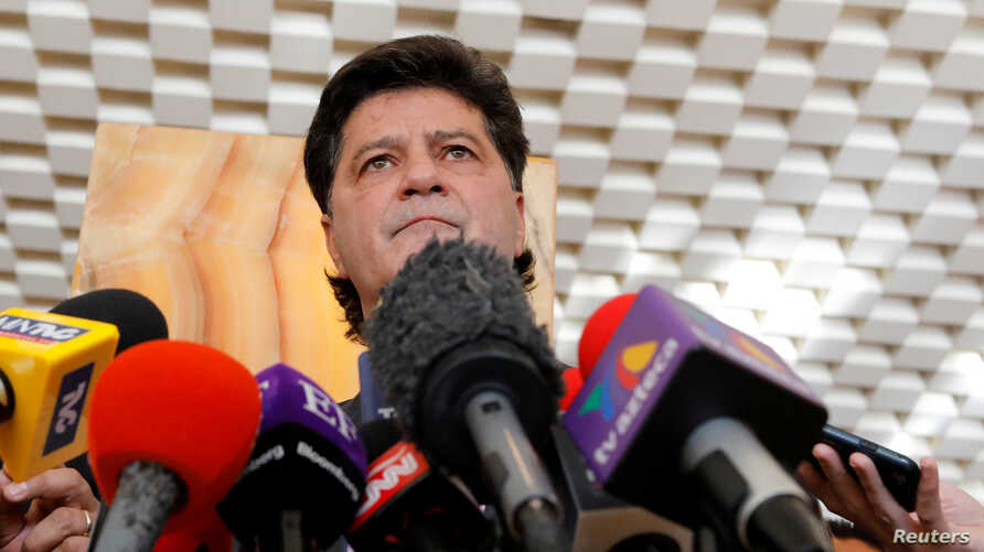 Jerry Dias, head of Canada's biggest private sector union Unifor, talks to reporters at the site of the fifth round of NAFTA talks involving the United States, Mexico and Canada in Mexico City, Nov. 17, 2017.