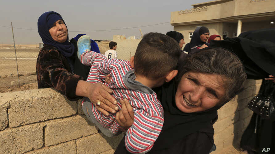 Civilians flee their houses, as Iraq's elite counterterrorism forces fight against Islamic State militants, in the village of Tob Zawa, about 9 kilometers (5.6 miles) from Mosul, Iraq, Oct. 25, 2016.