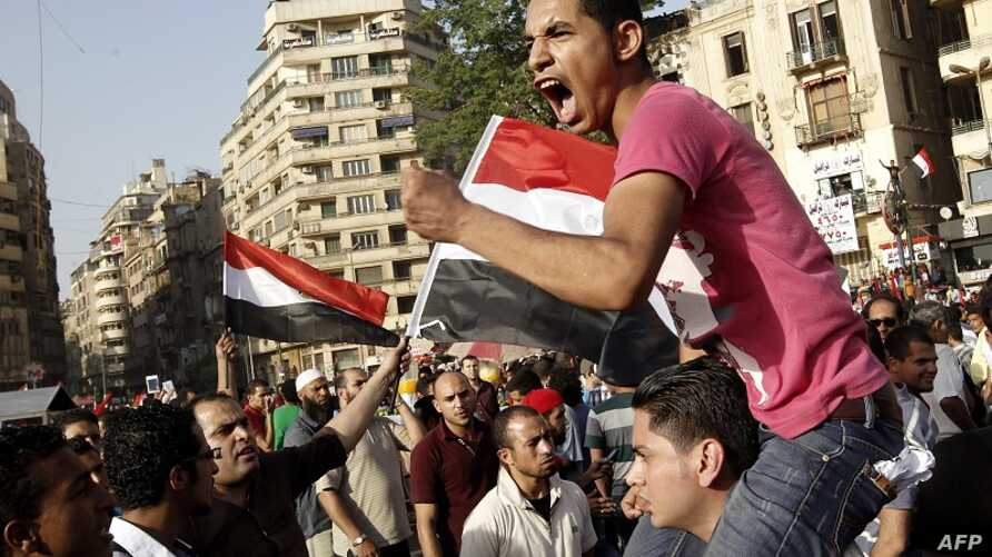 Egyptian anti-Mubarak protesters demonstrate in Cairo's Tahrir square on June 2, 2012.