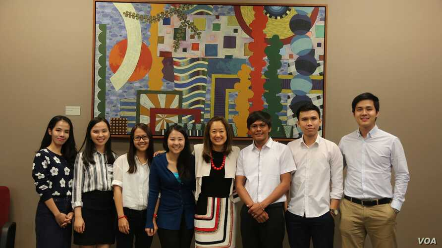 Fulbright awardees of 2016 cohort and Charge d'Affaires Julie Chung posed for picture during a pre-departure orientation session at the US Embassy in Phnom Penh. (Courtesy photo / US Embassy Phnom Penh)